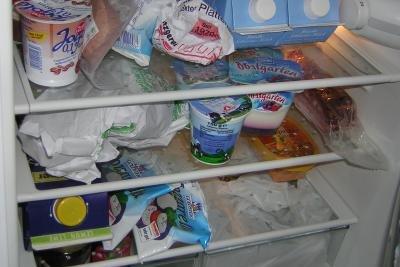 Regelmäßig Kühlschrankinhalt überprüfen