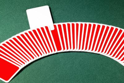 Kartenspiele kommen auf Partys gut an.