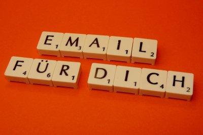 Selten wird per Mail durchgestrichen geschrieben