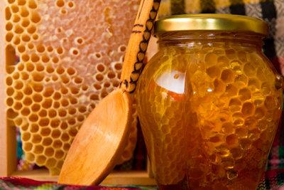 Honig hilft gegen Heiserkeit.