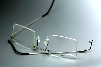 Zahnersatz absichern ist wichtiger als Brillenversicherung.