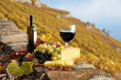 Kulinarische Partnerschaft: Wein und Käse.