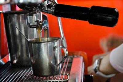 Bedienungsanleitungen für Kaffeemaschinen gibt es im Internet