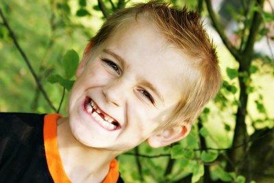 Kinder sollten Ihre Zähne gut pflegen.