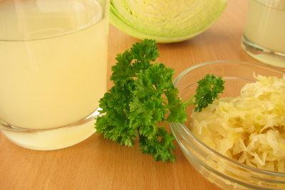Sauerkrautsaft unterstützt die Darmreinigung beim Fasten.
