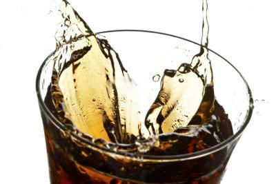 Cola ist ein beliebtes Getränk.