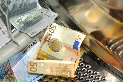 Geld sparen durch Lammfellmantel selber reinigen.