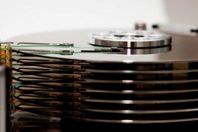 Festplatten vor dem Entsorgen unlesbar machen.