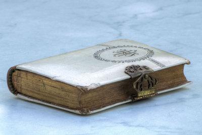 Bücher lassen sich zum Safe umfunktionieren