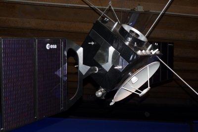 Satelliten umkreisen die Erde.