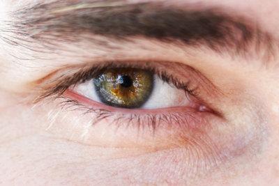 Augenbrauen dunkle männer haare blonde 45 heißeste