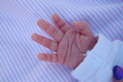 Fäustlinge halten Babys Hände warm.