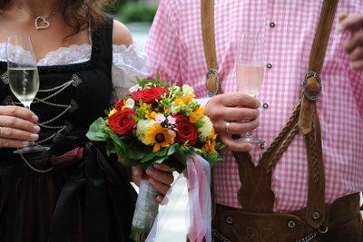 Man kann wunderschön in Lederhosen heiraten.