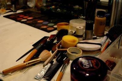 Kosmetikutensilien sollten regelmäßig gereinigt werden.
