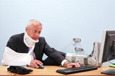 Melden Sie einen Arbeitsunfall der Berufsgenossenschaft.