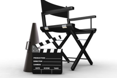 Der Regisseur leitet die Inszenierung.