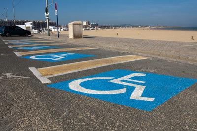Behindertenparkplätze bieten viel Platz.