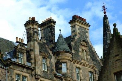 Schornsteine im herrlichen, alten Edinburgh