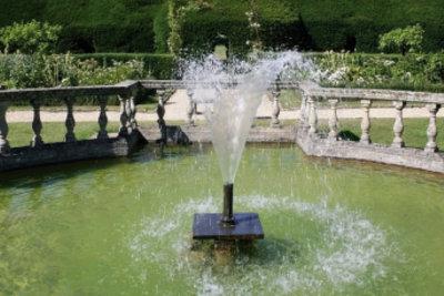 Springbrunnen können Wasserverluste im Teich bewirken.