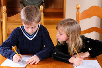 Den Klassendurchschnitt durch Zensurentabellen erfahren.