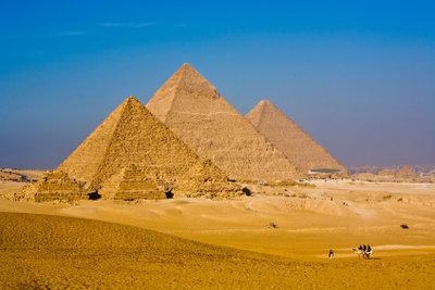 Findet die Schätze unter den Pyramiden!