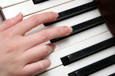 Mit dem Keyboard Noten spielen.
