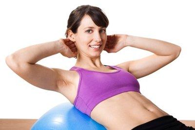 Mit effektiven Übungen geht Bauchspeck weg.