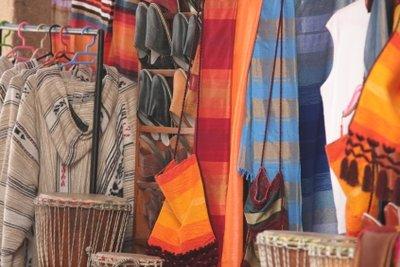 Marokkanische Kleidung gibts in den Souks