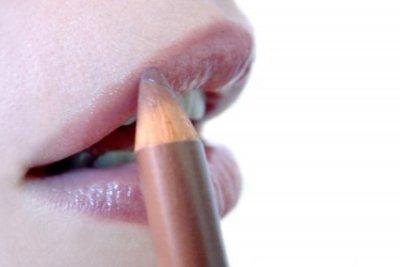 Lippenstifte pflegen nicht nur weibliche Lippen, auch für Männer gibt es entsprechende Produkte