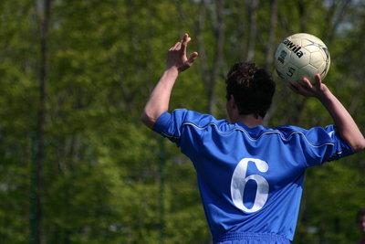 Beim Fußball richtig einwerfen