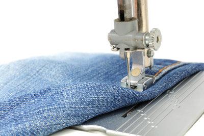 Zu enge Jeans können Sie weiten.