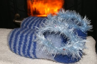 Kaminfeuer + Puschen = gemütlich!