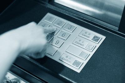 Kreditkarte am Geldautomaten richtig benutzen können