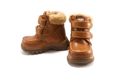 Winterstiefel sind auch für Kinder wichtig.