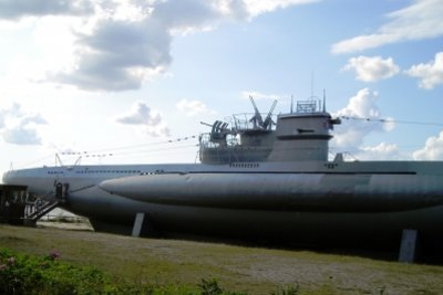 Unterwasserflugzeugträger sind U-Boote die Flugzeuge transportieren.