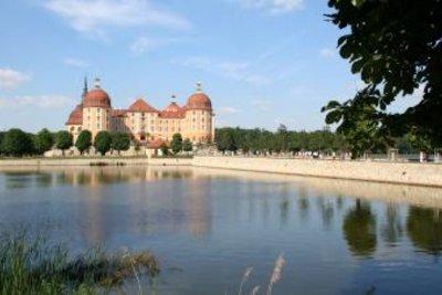 Das ist das Jagdschloss Moritzburg.