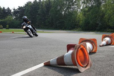 Üben Sie das Kurvenfahren.