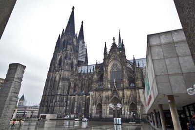 Eine Hauptsehenswürdikeit ist der Kölner Dom.