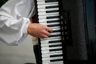 Das Akkordeonspiel erfordert fleißiges Üben.