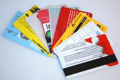 Mit Karten im Alltag Geld sparen