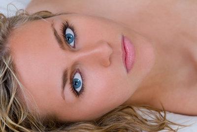 Bei Augendruck hilft ein abgedunkelter Raum.