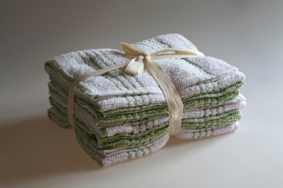 Benutzen Sie nur Baumwolltücher zum Reinigen.