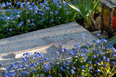 Blumen für den Ort der Ruhe.