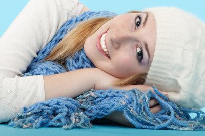 Ein selbstgestrickter Schal schlägt Markenkleidung allemal.