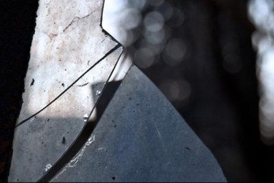 Laut Aberglauben bringen Spiegelscherben jahrelanges Unglück.