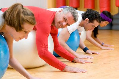 Im Fitnessstudio leicht Gewicht verlieren.