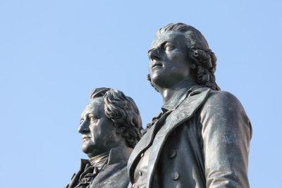 Goethe und Schiller sind bekannte Epochenvertreter.