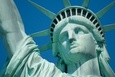 Die Freiheitsstatue ist ein Symbol.