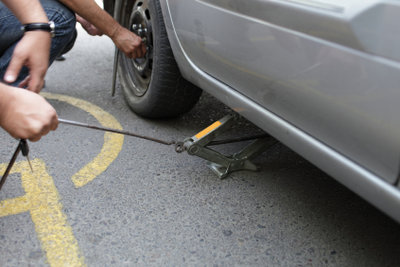 Ein Reifenwechsel sollte richtig durchgeführt werden.