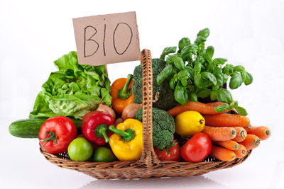 Gesunde Ernährung hilft bei ständigem Schwitzen.